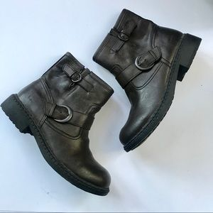 B. O. C women's dark brown ankle boots size 7.5
